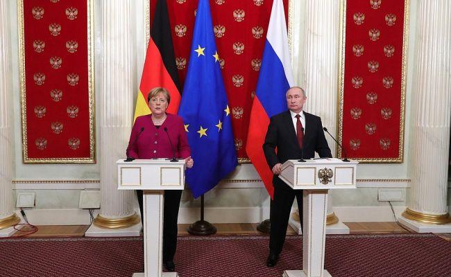 Меркель поговорила с Путиным о вакцине против Covid-19