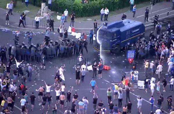 Более 400 человек пострадали вРумынии входе митинга