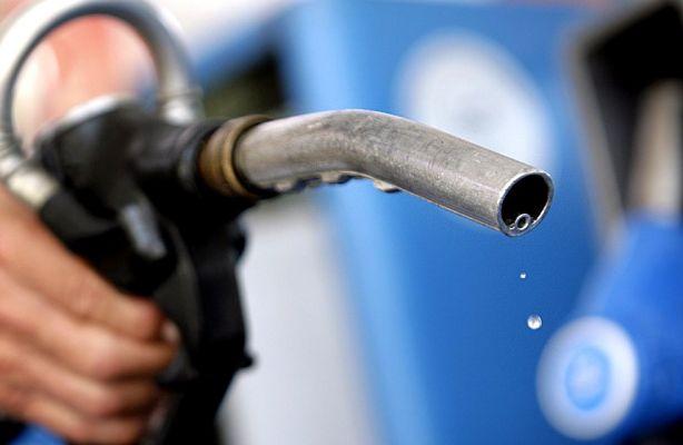 Россия вошла в десятку стран с самым дешевым бензином: Bloomberg