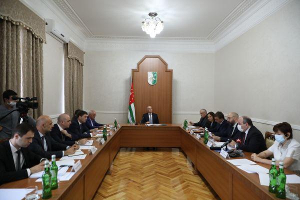 «Как ввоенное время»: вАбхазии ужесточат контроль зароссийскими деньгами