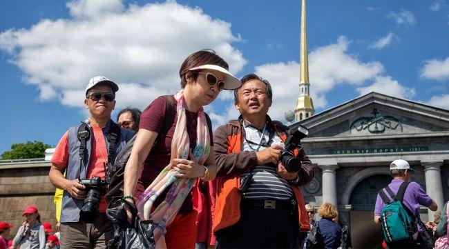 Китайские туристы меняют мировую экономику: Bloomberg