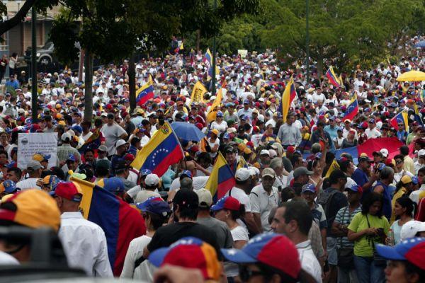 Официальная инфляция в Венесуэле приблизилась к 100%