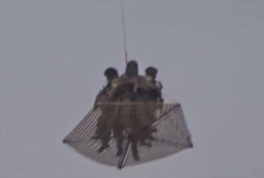 Картинки по запросу вертолёты над кремлём