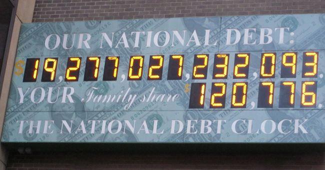 Госдолг США перевалил за 20 трлн долларов