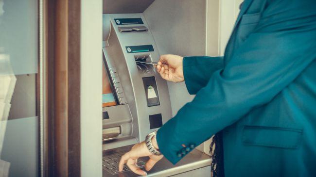 Мошенники пытались вывести с банковских счетов более 24 млрд рублей