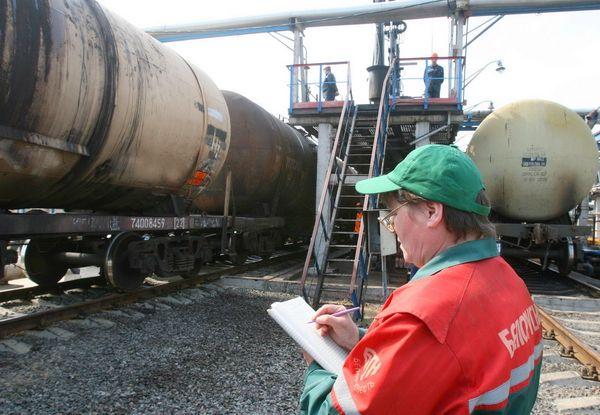 Россия оставила Белоруссию без допдоходов: Москва запретила импорт бензина